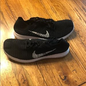 Black Nike Free RN Flyknit Shoes